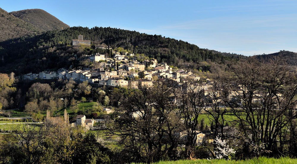 Le village de Mirmande, le long de la Nationale 7