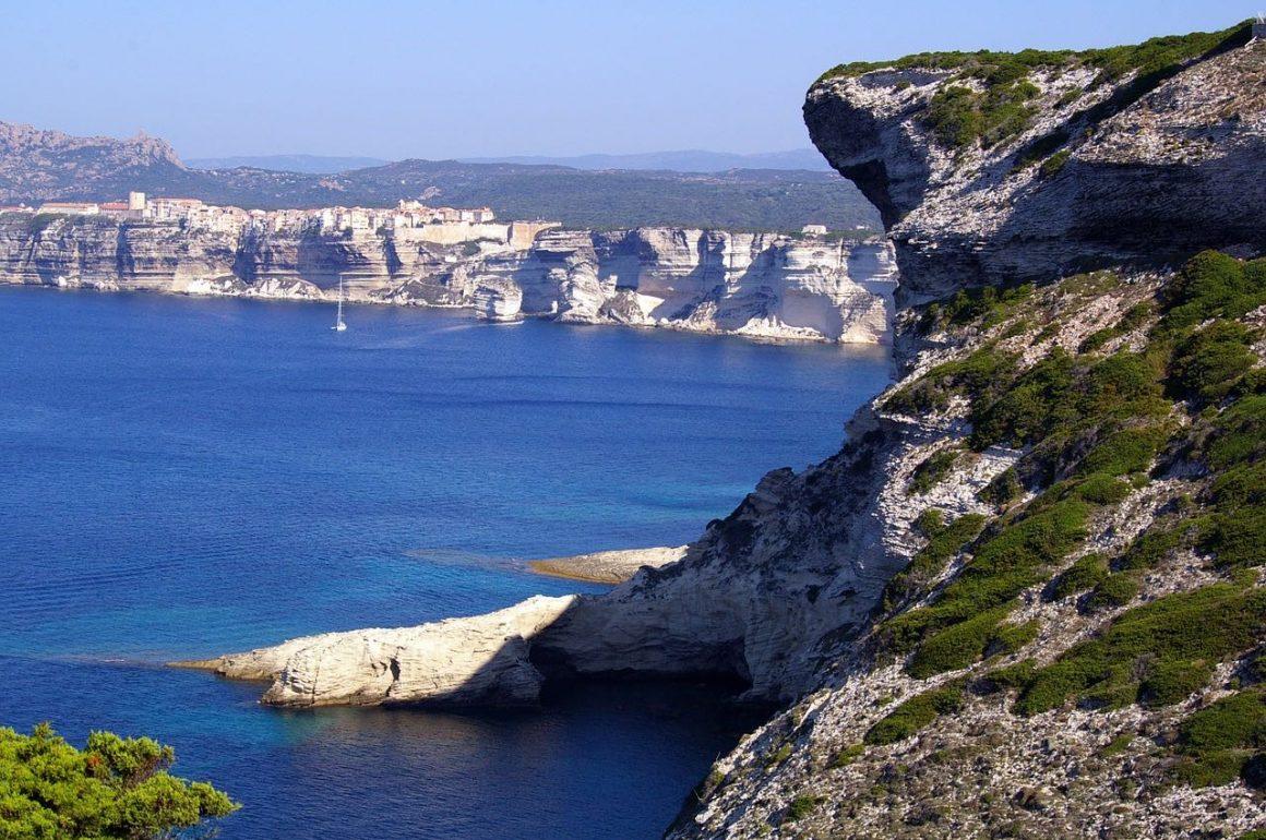Sur les plus belles routes de France : le Cap Corse.